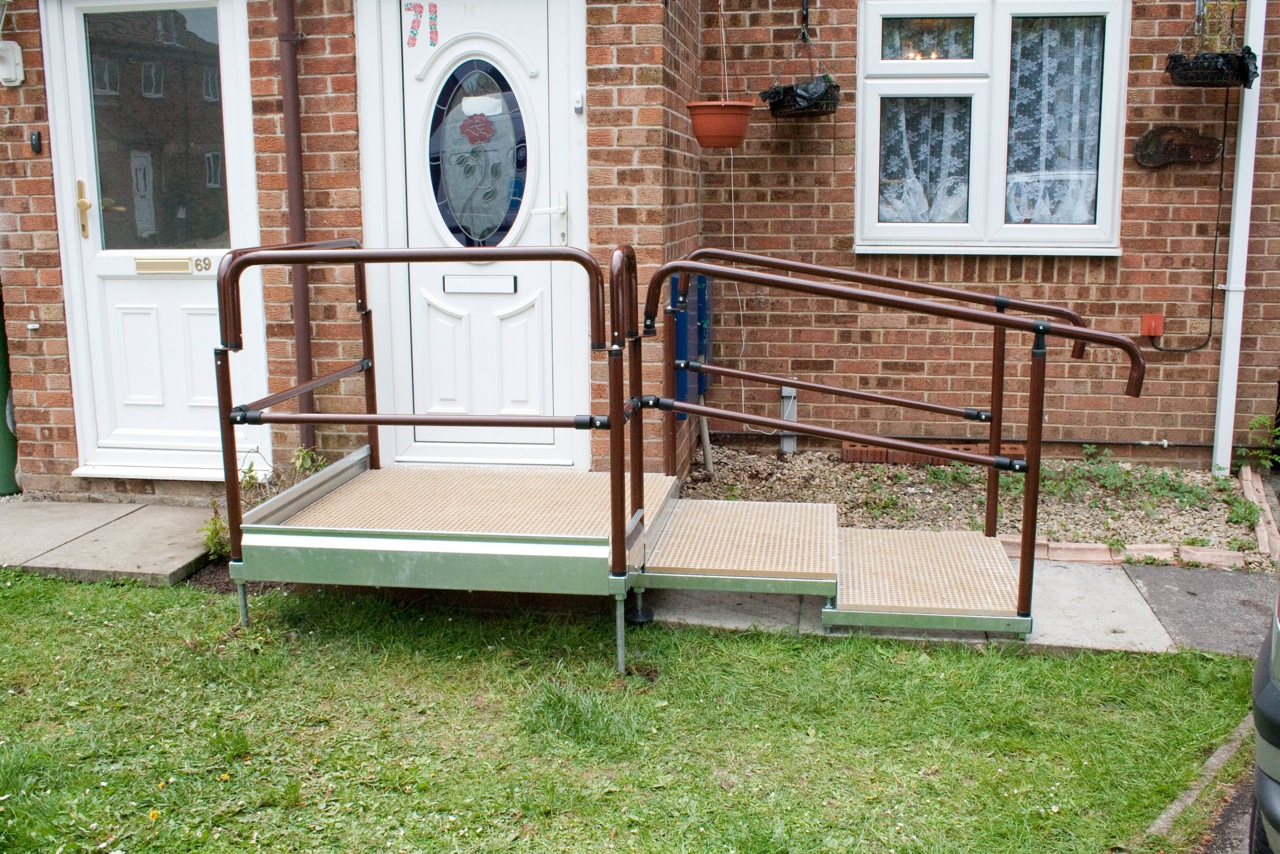 Go Access Modular Platform and Half Steps With Handrails
